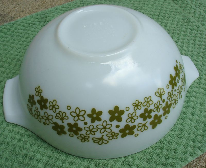 Pyrex_spring_green_crazy_daisy_cindarella_bowl2
